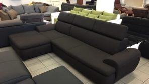 rugós ülőfelülete és állítható fejtámlái teszik igazán kényelmessé