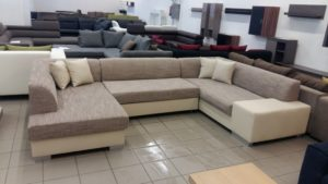 Többféle divatos színű kanapé