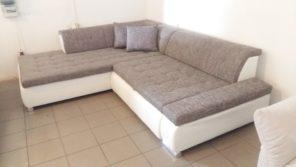 Trendi szövetkombinációval készült kanapé