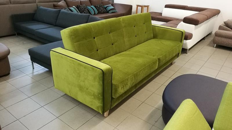 Nyugtató zöld színű kattanós kanapé