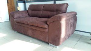 Barna színű alcantara szövettel készült kanapé