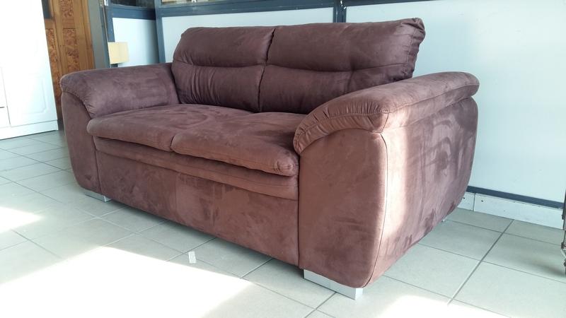 Barna színű alcantara szövettel készült kényelmi kanapé