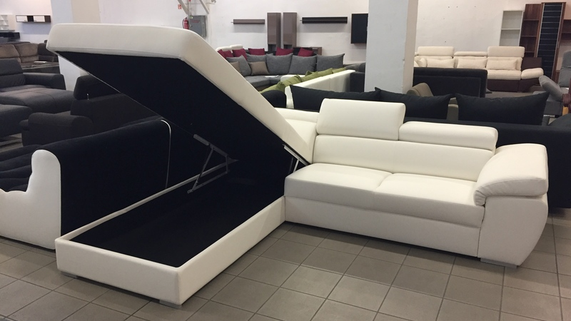 ülőfelülete alatt hatalmas ágyneműtartó található