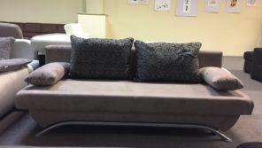 Két személyes ágynak nyitható, modern megjelenésű kanapé