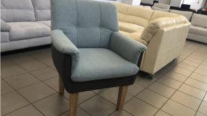 Luunka fotel párnázott karfával