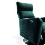 Osti relax fotel design karfával